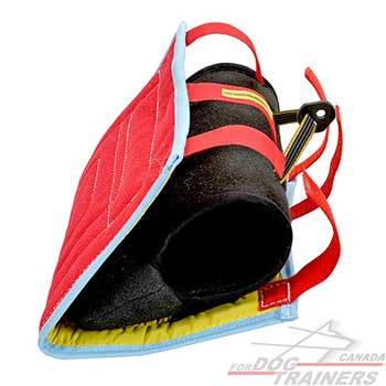 Young Dog training with reliable french linen bite builder