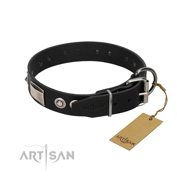 Fashionable collar of full grain natural leather for your pet