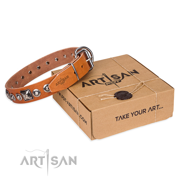 Genuine leather dog collar made of flexible material with rust-proof D-ring